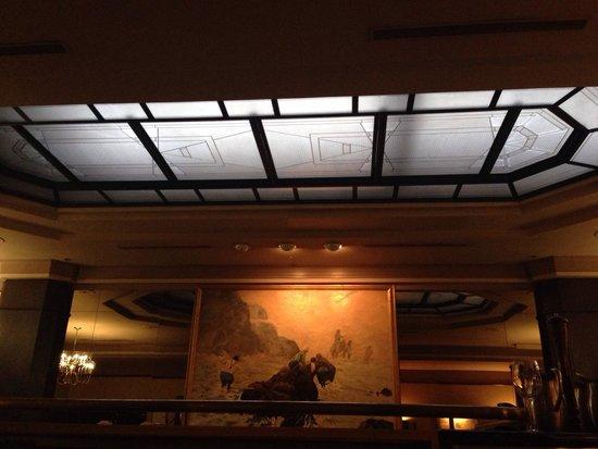 Gold Room: Neat retro ceiling