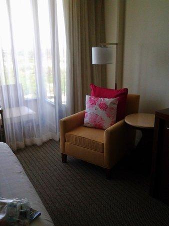 Hyatt Regency Sarasota: Chair near the little sitting area in the room