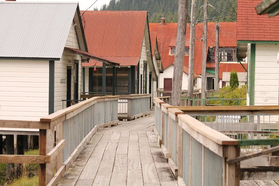 North Pacific Cannery Museum: Looking down the boardwalk, towards Main Building