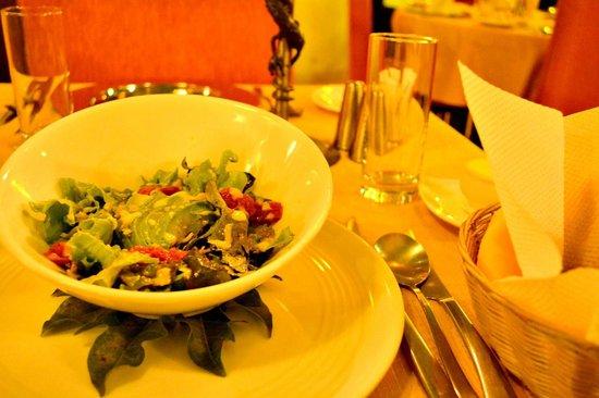 Ambiance: Garden Salad Starter