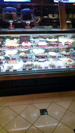 The Cheesecake Factory: Cheesecake display at the entrance