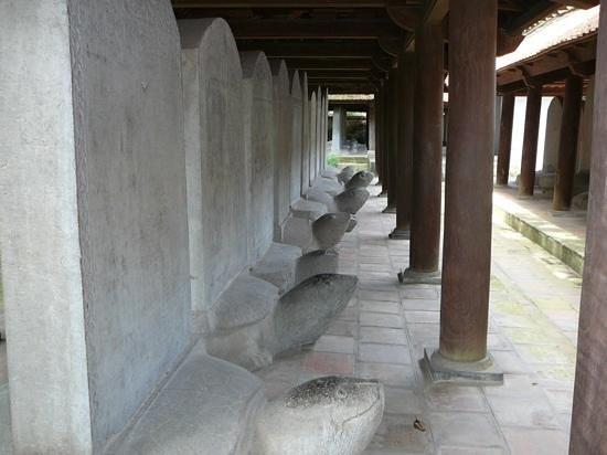 Temple de la Littérature de Hanoï : grave stones