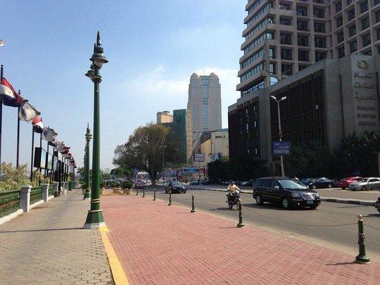 Fairmont Cairo, Nile City: corniche