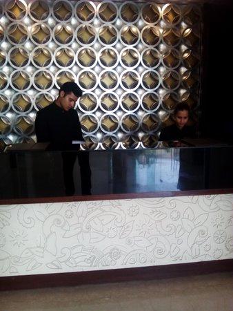 Mahagun Sarovar Portico Suites : reception