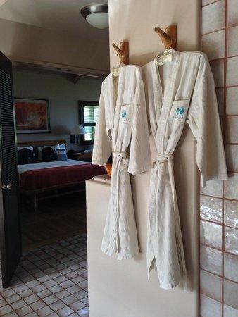 Travaasa Hana, Maui: Travaasa Robes