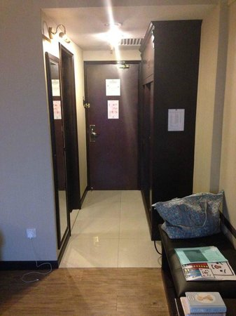 The Katerina Hotel : Entrance of the room