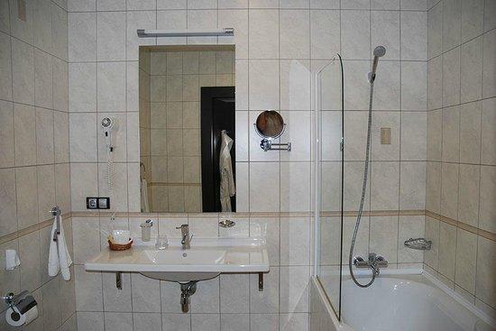 Bon Hotel: Ванная