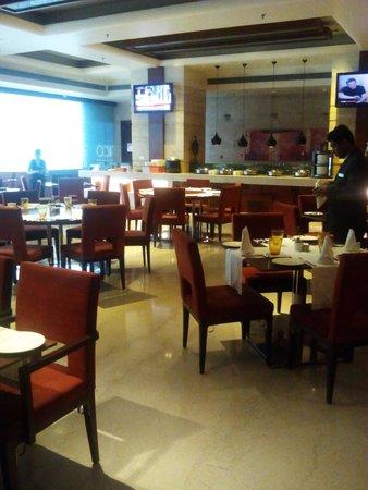 Mahagun Sarovar Portico Suites : tangerine restaurant