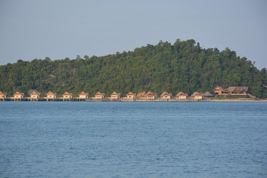 Telunas Resorts - Telunas Beach Resort: View of the new Private Island from our room