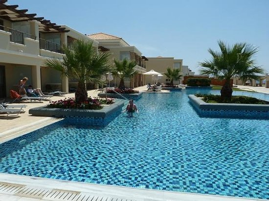 La Marquise Luxury Resort Complex: 4 floor pool area