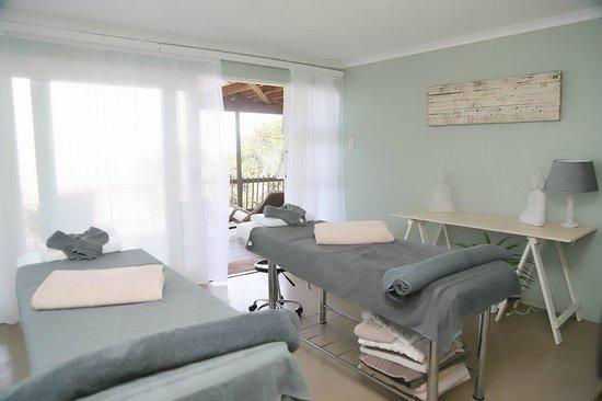 Crawford's Beach Lodge: Treatment room