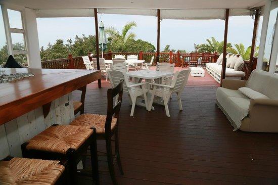 Crawford's Beach Lodge: Upstairs bar