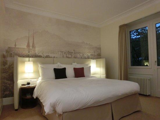Renaissance Lucerne Hotel: Comfy bed