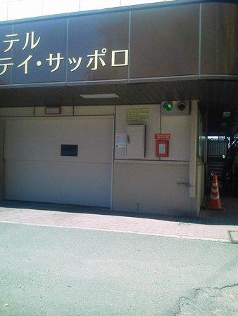 Hotel Royal Stay Sapporo : 立体駐車場