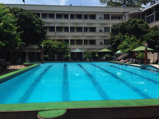 Army Guest House : The pool at the Army Hotel. A nice place to relax in the sun in Hanoi!