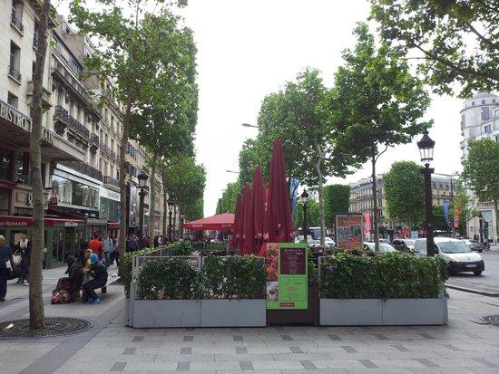 Champs-Elysees: Елисейские поля