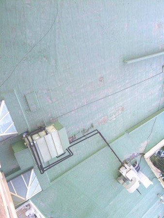 Palm Beach Hotel: Vistas a una terraza que da asco
