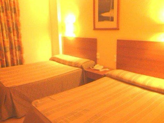 HOTEL PALM BEACH: Habitación de los 80???