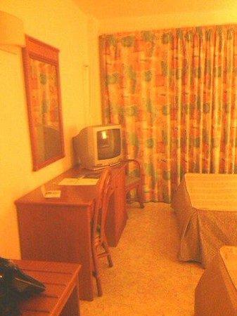 Palm Beach Hotel: Habitación de los 80???