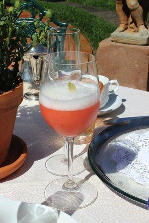 Chateau du Sureau: Strawberry frappé with ginger