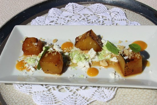 Chateau du Sureau: Grilled pineapple with pistacio and coconut snow