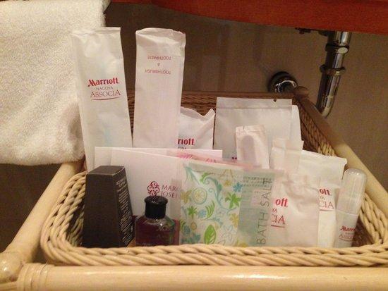 Nagoya Marriott Associa Hotel: アメニティーも充実していて女性用基礎化粧品まで用意されていました。