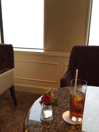 Nagoya Marriott Associa Hotel : 専用ラウンジにてアイスティーを。