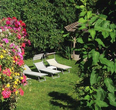 Hotel St. Pankraz - Ultental - Sudtirol: Nachmittagssonne im Garten