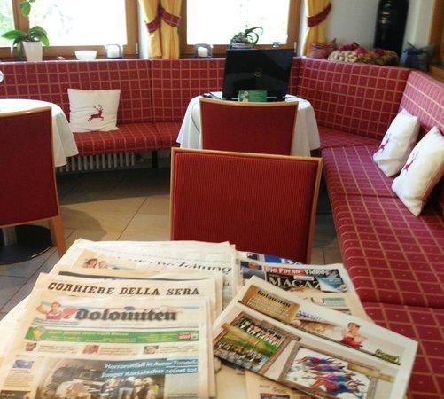 Hotel St. Pankraz - Ultental - Sudtirol: Tolle Zeitungsauswahl jeden Morgen