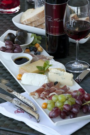 Peter Falke Winery: Enjoy a cheese and meat platter with us