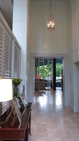 Oriental Residence Bangkok: Lift lobby