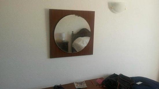 Apartamentos do Parque: Bedroom Mirror