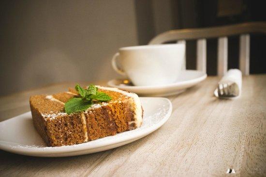 Metropolitan Cafe: Gorgeous Ginger Spice & Walnut Cake