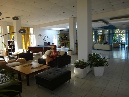 Rhodian Sun Hotel: Лобби