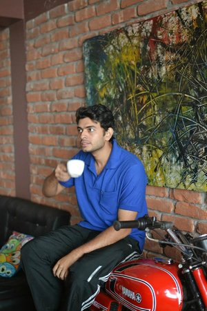 Gatty's Cafe: Ayan having a cup of coffee