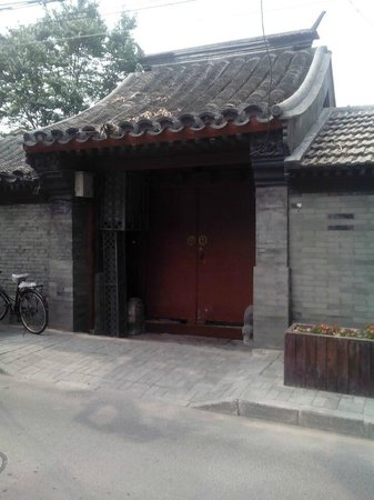 Red Wall Garden Hotel : shijiahutong couryard building