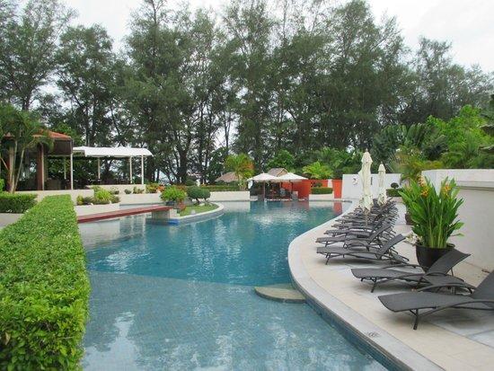 Dewa Phuket Resort Nai Yang Beach : paradise pool