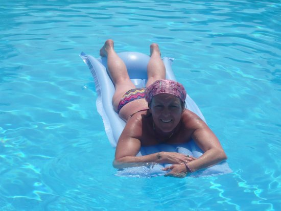 Terezas Hotel: Me,loving the pool!