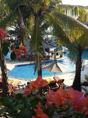 Puri Saron Seminyak : View from the 2nd floor overlooking the pool