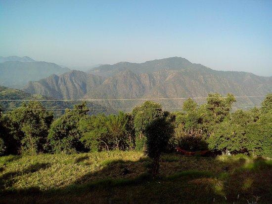 Camp Wildex, Kanatal: Lovely view from Chunipani Gaon, Near Kanatal Uttarkhand