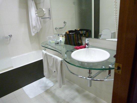 Hotel Monte Triana: Salle de bains