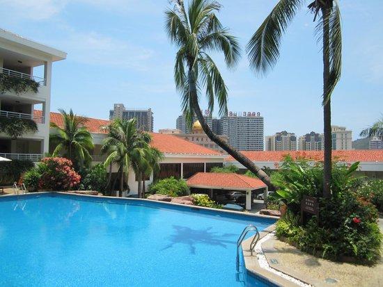 Guesthouse International Hotel: Бассейн в зоне ресепшен