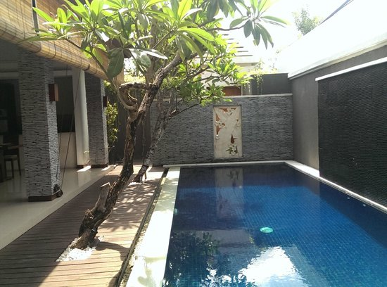 The Wolas Villas & Spa : View of the pool as soon as I open my room's door