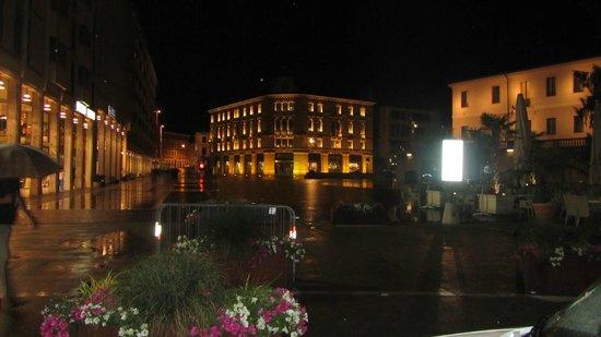 Science Centre Immaginario Scientifico Pordenone : Şehirden gece görünüşü