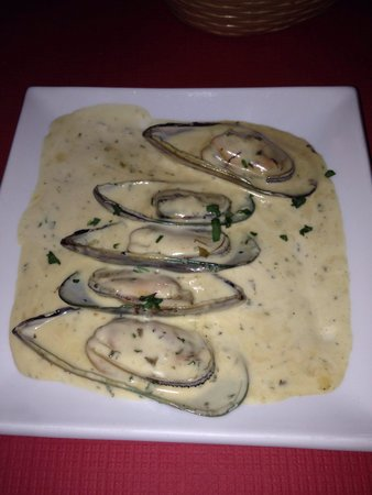 Mina Restaurant: Muscles in garlic and cream sauce