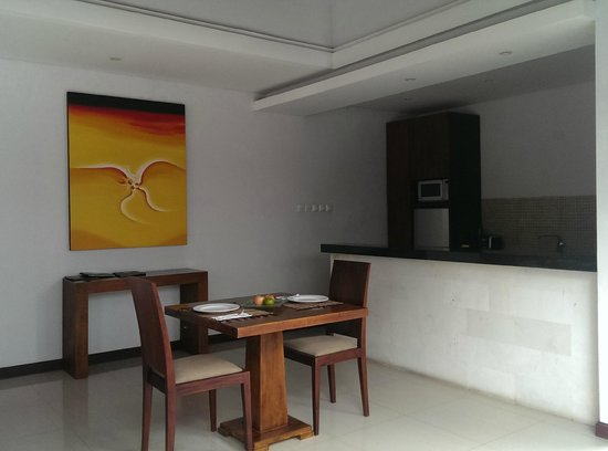 The Wolas Villas & Spa : Dinning area and kitchen