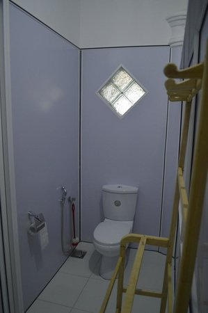 Beach Haven Guest House : Bathroom / Toilet