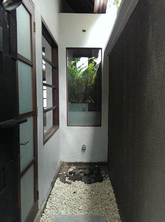 The Wolas Villas & Spa : Rainforest shower