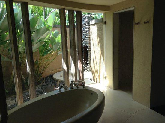 WakaGangga: Indoor & outdoor showers