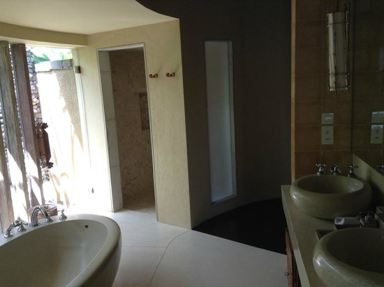 WakaGangga: Indoor shower area & a spacious vanity counter